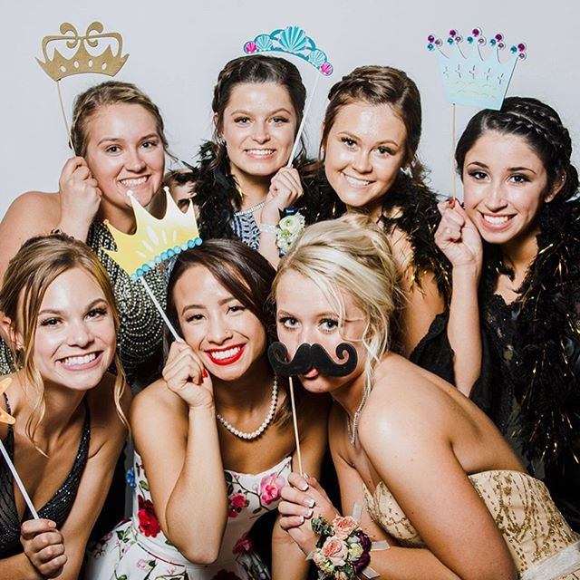 I will be at Park's Prom again with the photo booth TOMORROW! Make sure you stop by to see me with your friends!!