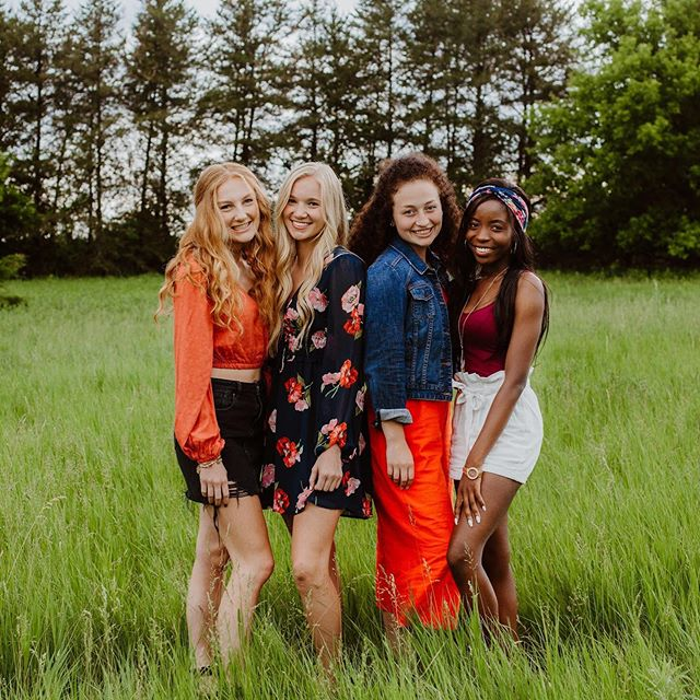 """I just want to spend the rest of my life laughing."" 4 out of 5 beautiful Street Team 20 members ✨ I am so excited to work with this fun group of girls this year!!"