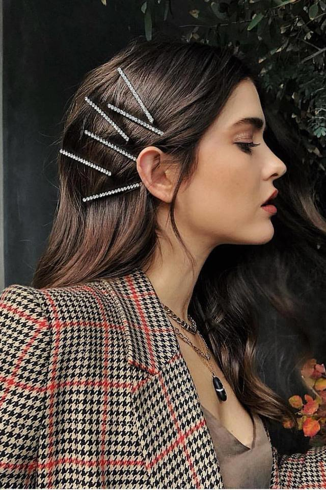 large_Fustany-fashion-accessories-how-to-style-the-90s-hair-clips-and-pins-2019-trend-9.jpg