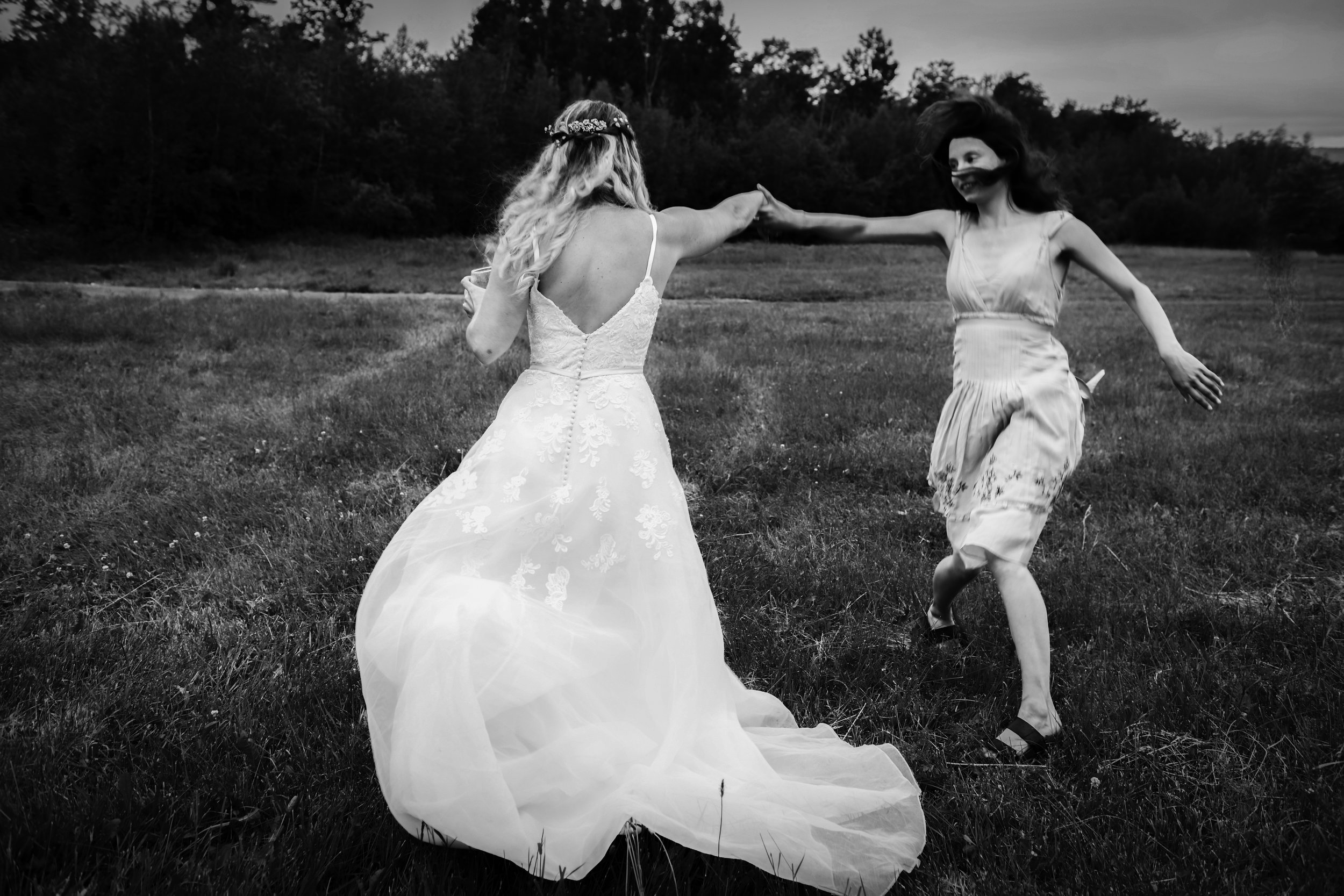 Welcome to Love by Lunasolo, where Artistry and Soul meet wedding photography -