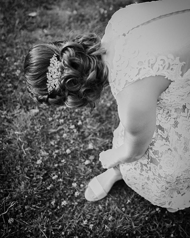 👠👠 📸 Booking Today for 2019-2020 #lovebylunasolo #weddingphotography #weddingdress #camera #mainewedding #weddingphotography #wedmaine #photography #blackandwhite #soulful #artistic #classic