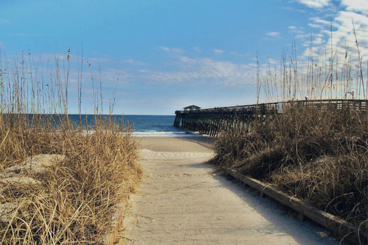 The-ocean-and-boardwalk-Myrtle Beach State Park-06.09.2013-by-Jacklyn -Viazanica-CC2.0.png