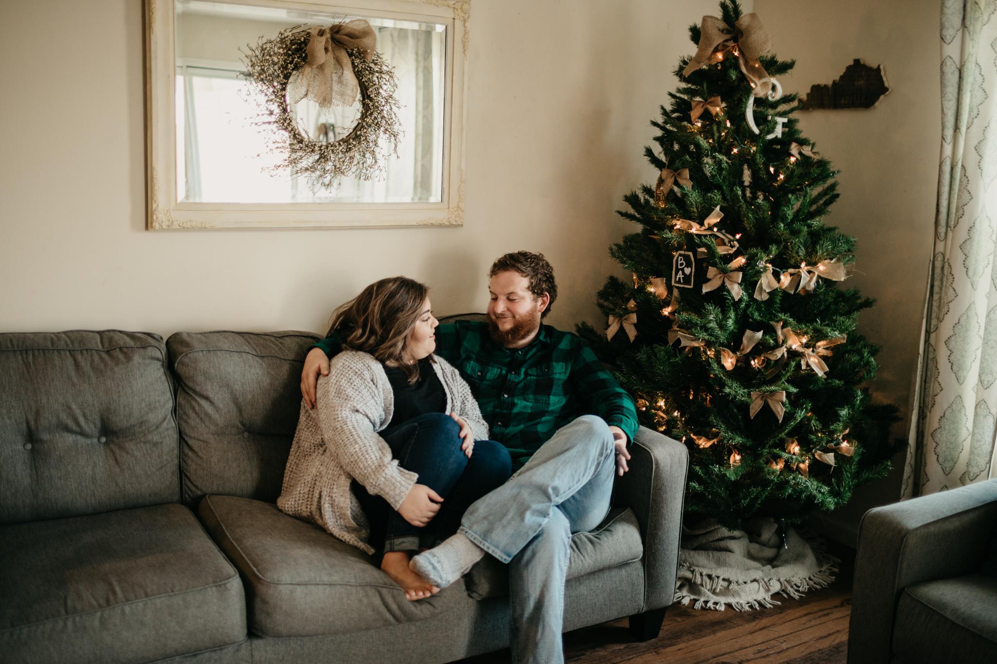 billie-shaye-style-photography-www.billieshayestyle.com-lifestyle-couple-christmas-cuddle-session-nashville-tennessee-8450.jpg