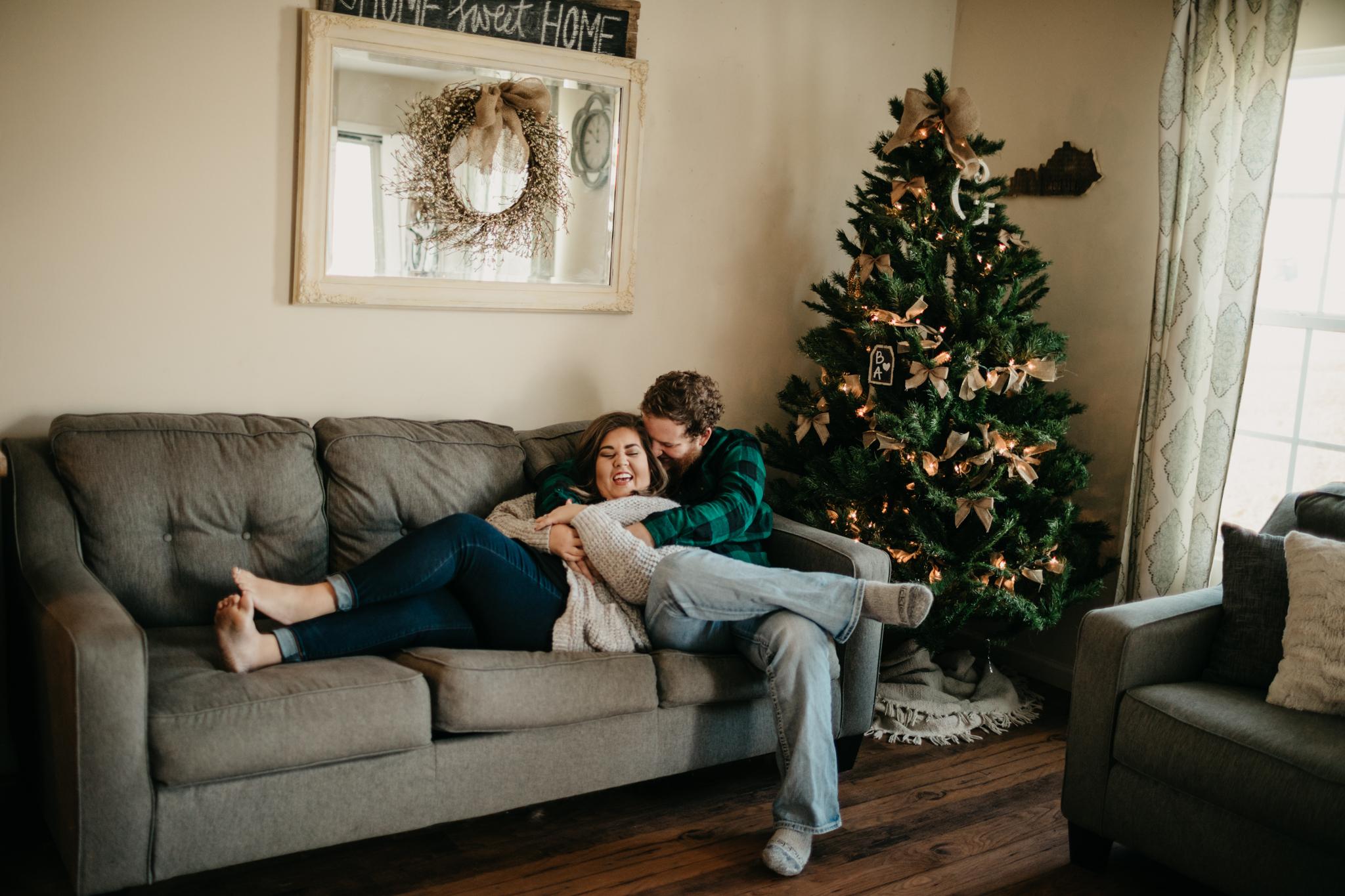 billie-shaye-style-photography-www.billieshayestyle.com-lifestyle-couple-christmas-cuddle-session-nashville-tennessee-8480.jpg