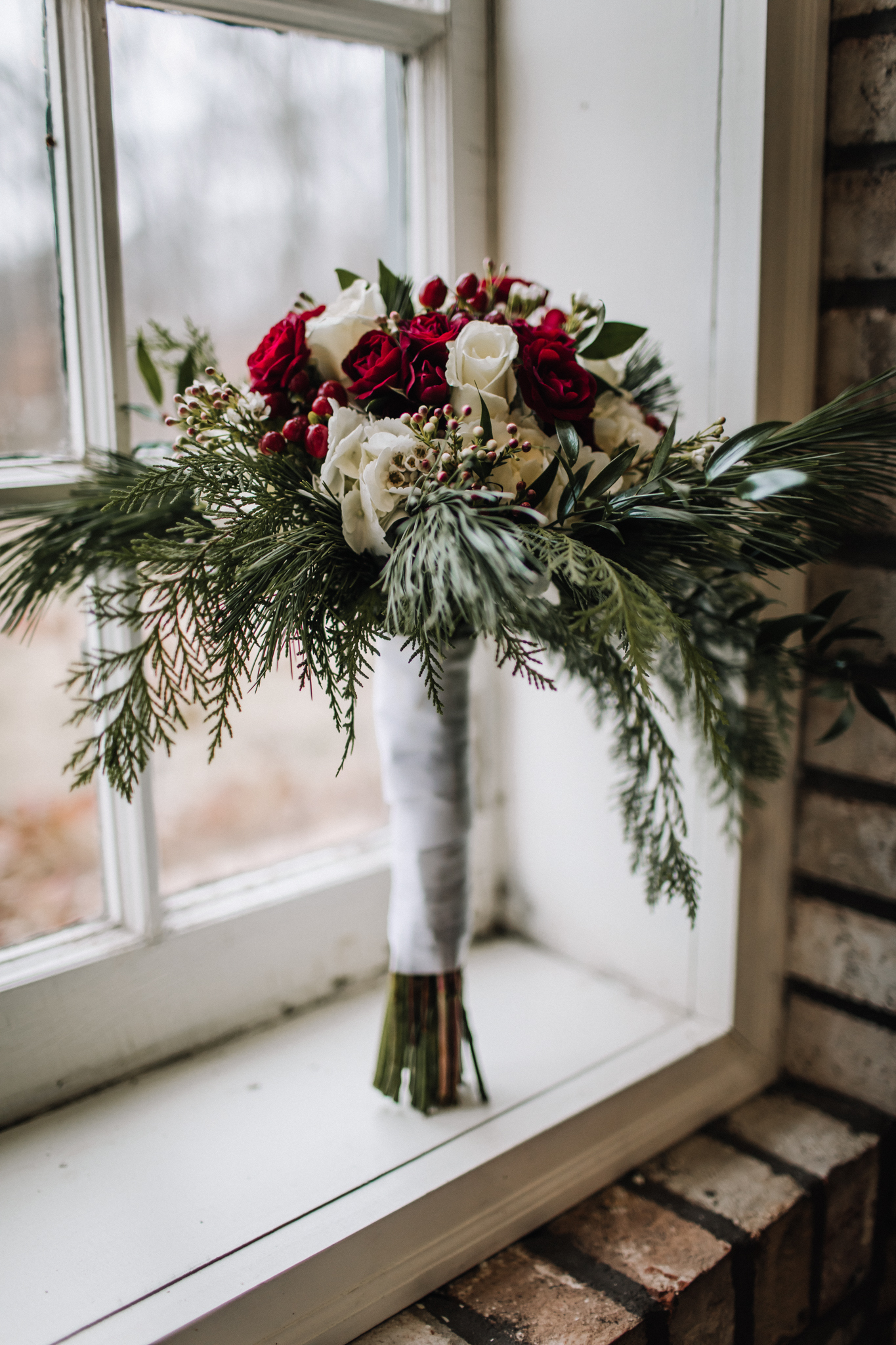 billie-shaye-style-photography-www.billieshayestyle.com-winter-wedding-the-belle-hollow-clarksville-tennessee-8878.jpg