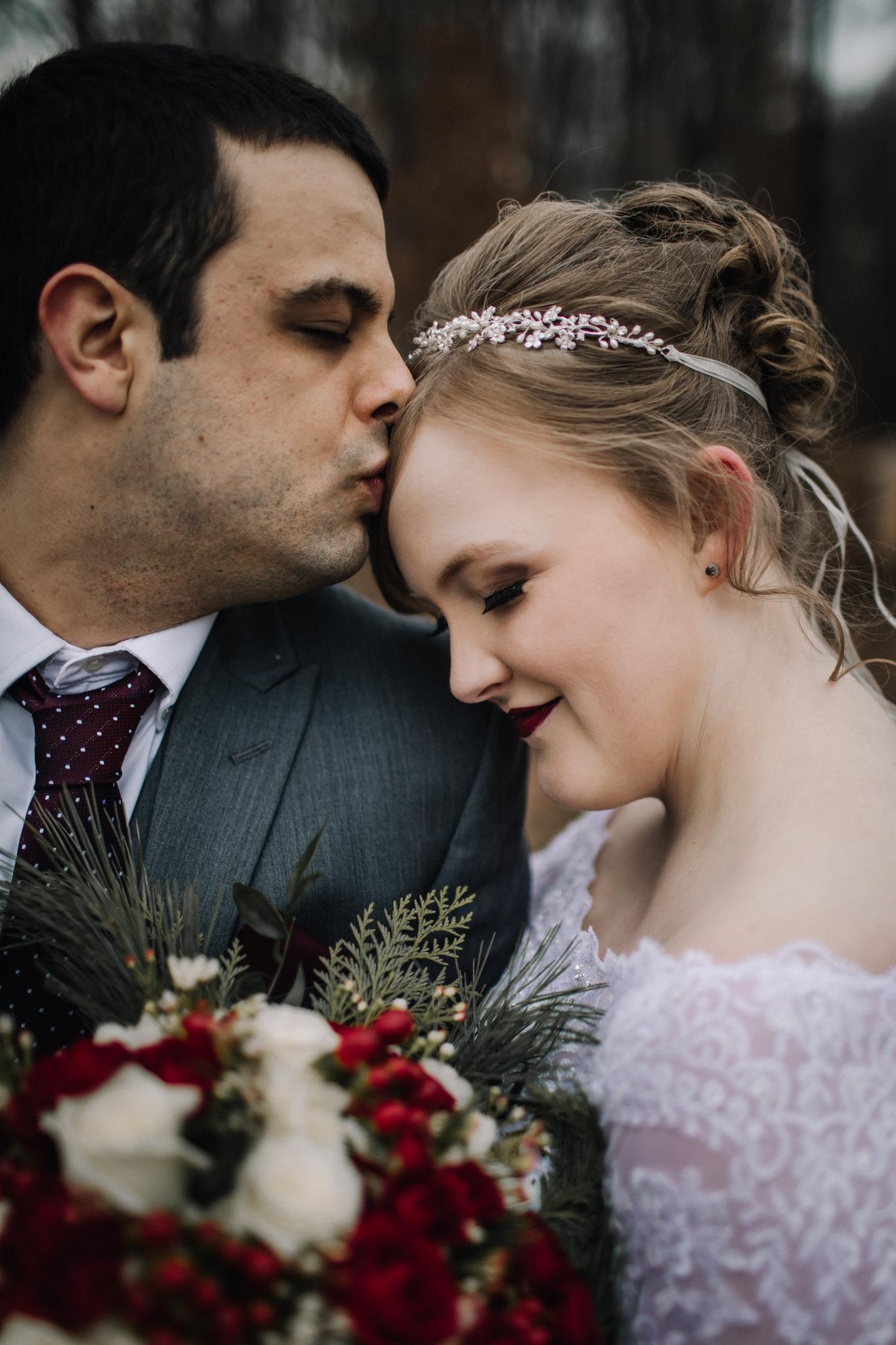 billie-shaye-style-photography-www.billieshayestyle.com-winter-wedding-the-belle-hollow-clarksville-tennessee-9294.jpg