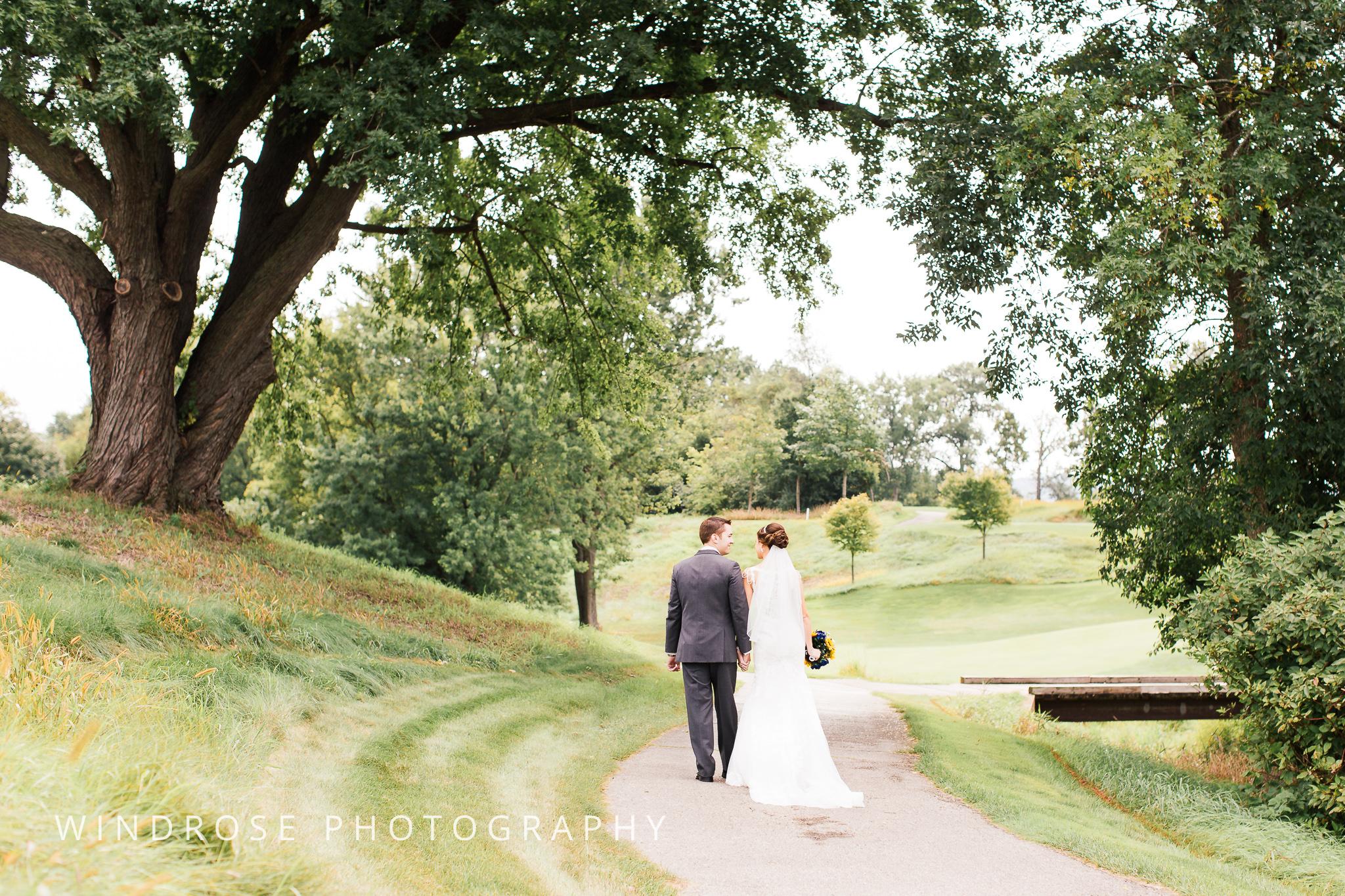 La-Crosse-Country-Club-Wedding-Minnesota-Wedding-Photographer-10.jpg