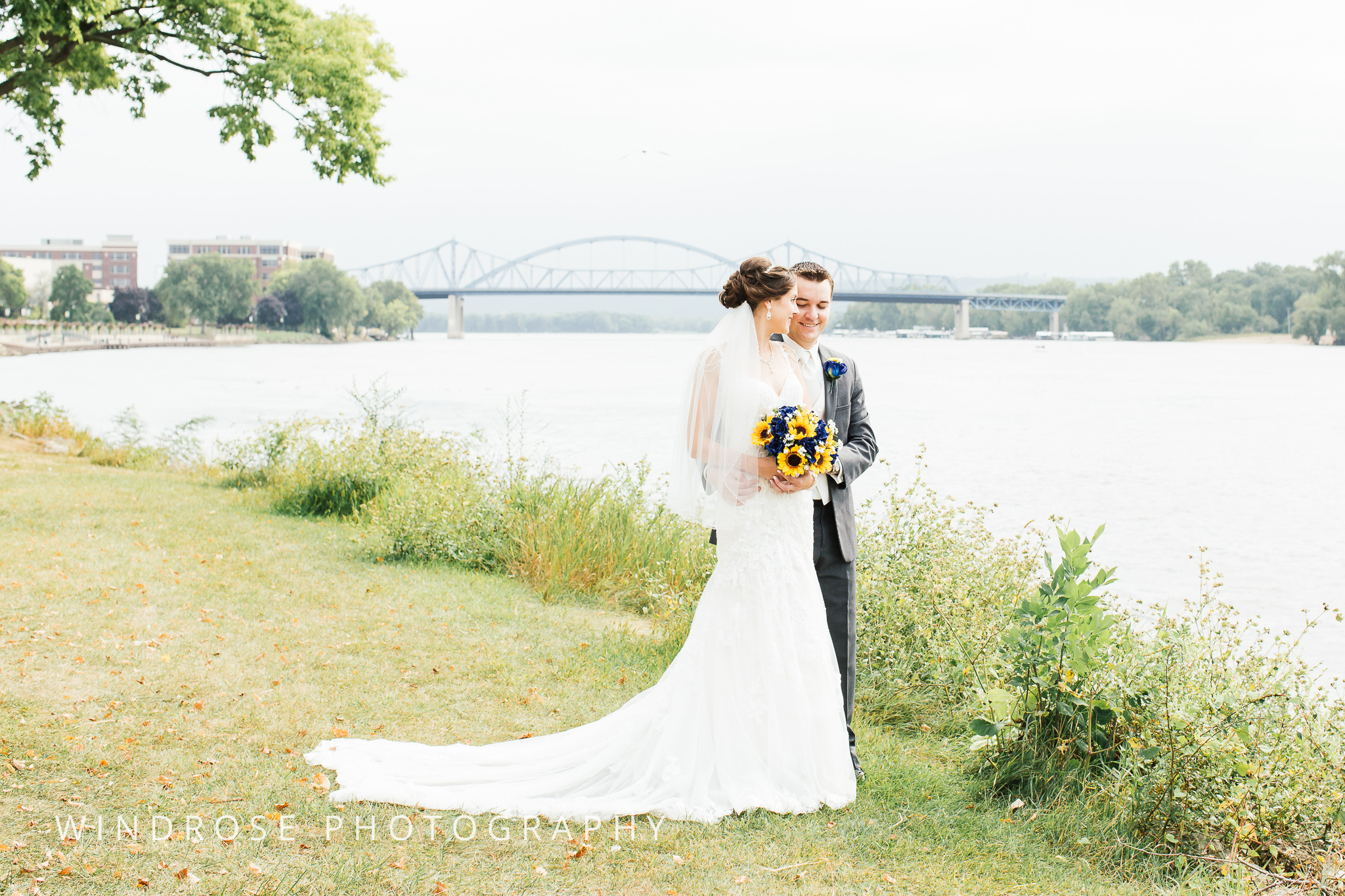 La-Crosse-Country-Club-Wedding-Minnesota-Wedding-Photographer-25.jpg
