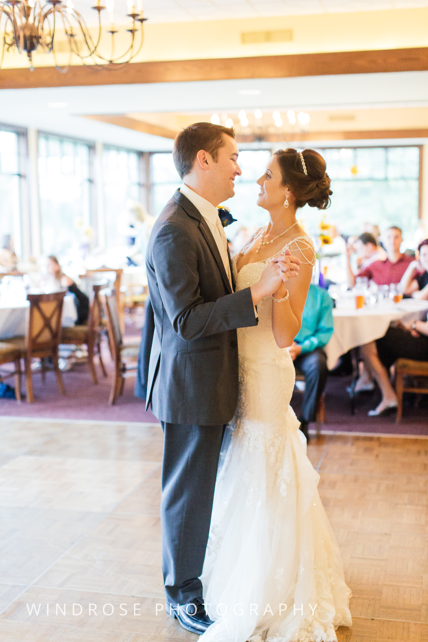La-Crosse-Country-Club-Wedding-Minnesota-Wedding-Photographer-44.jpg