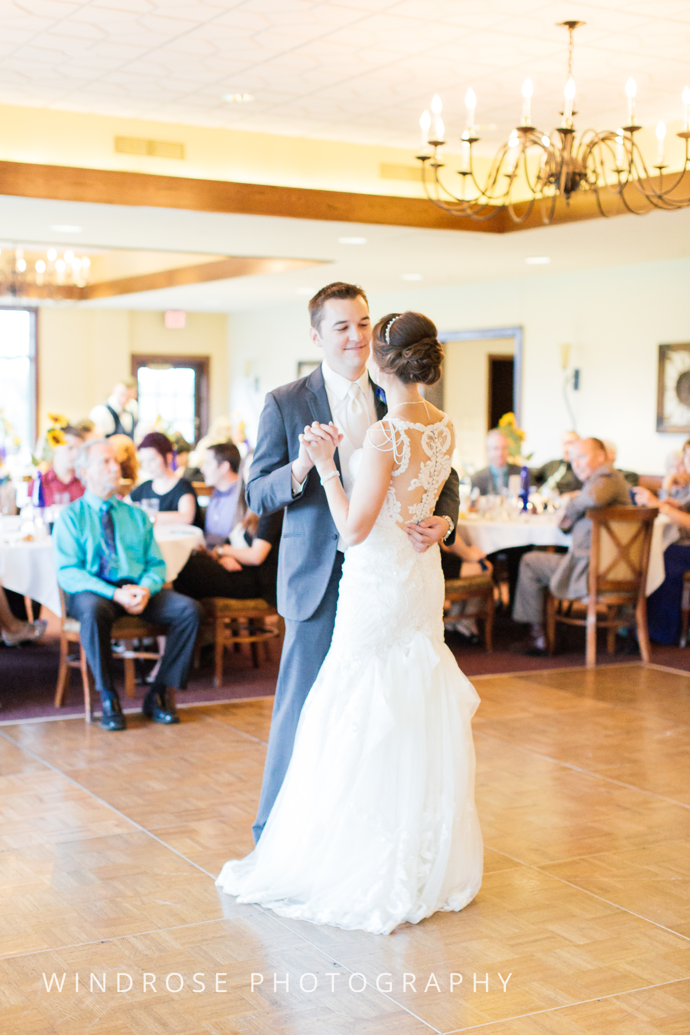 La-Crosse-Country-Club-Wedding-Minnesota-Wedding-Photographer-45.jpg