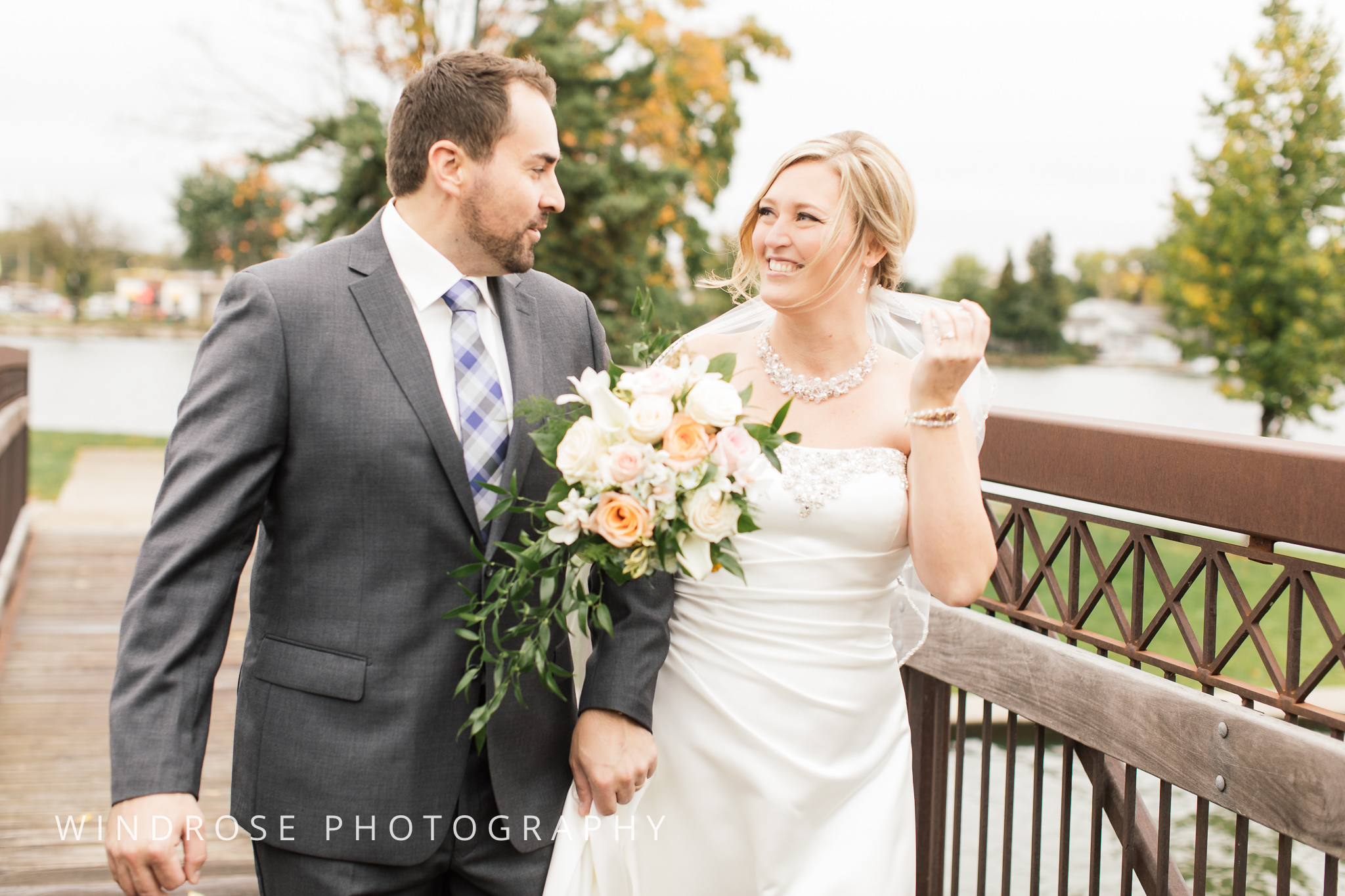 Albert-Lea-Edgewater-Bay-Pavilion-Minnesota-Wedding-Photographer-11.jpg