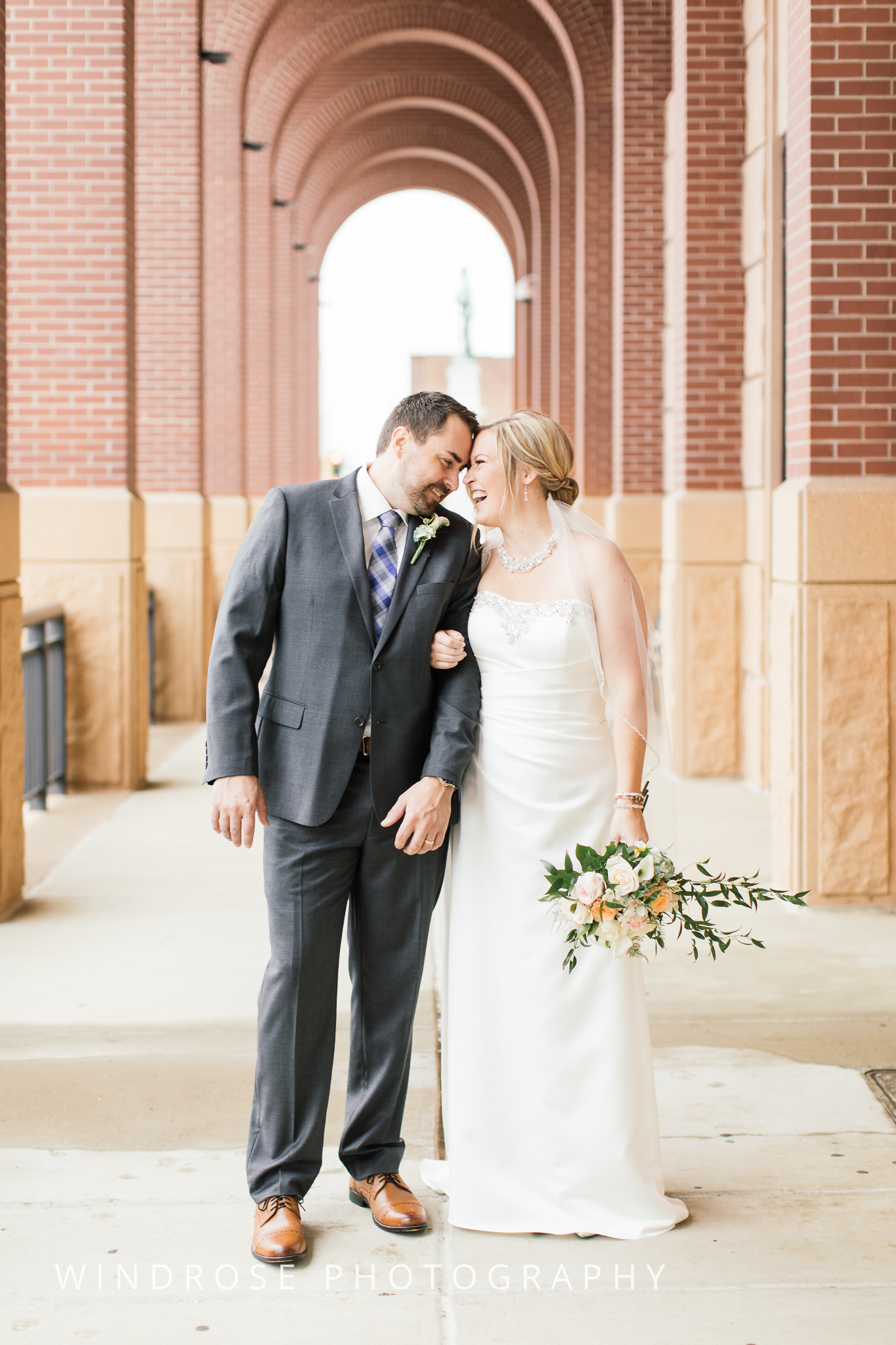 Albert-Lea-Edgewater-Bay-Pavilion-Minnesota-Wedding-Photographer-18.jpg