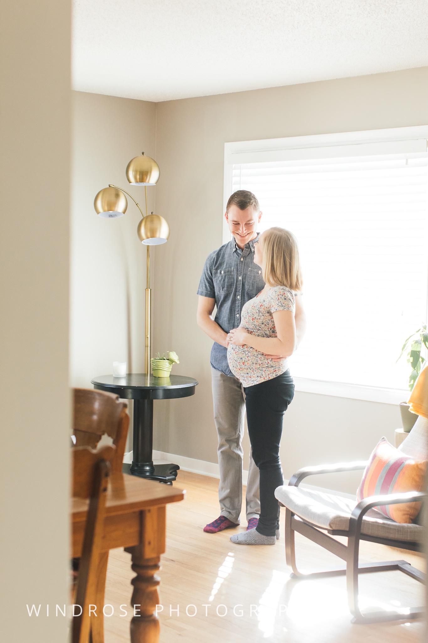 Rochester-MN-Maternity-Portraits-In-home-Plummer-House-4.jpg