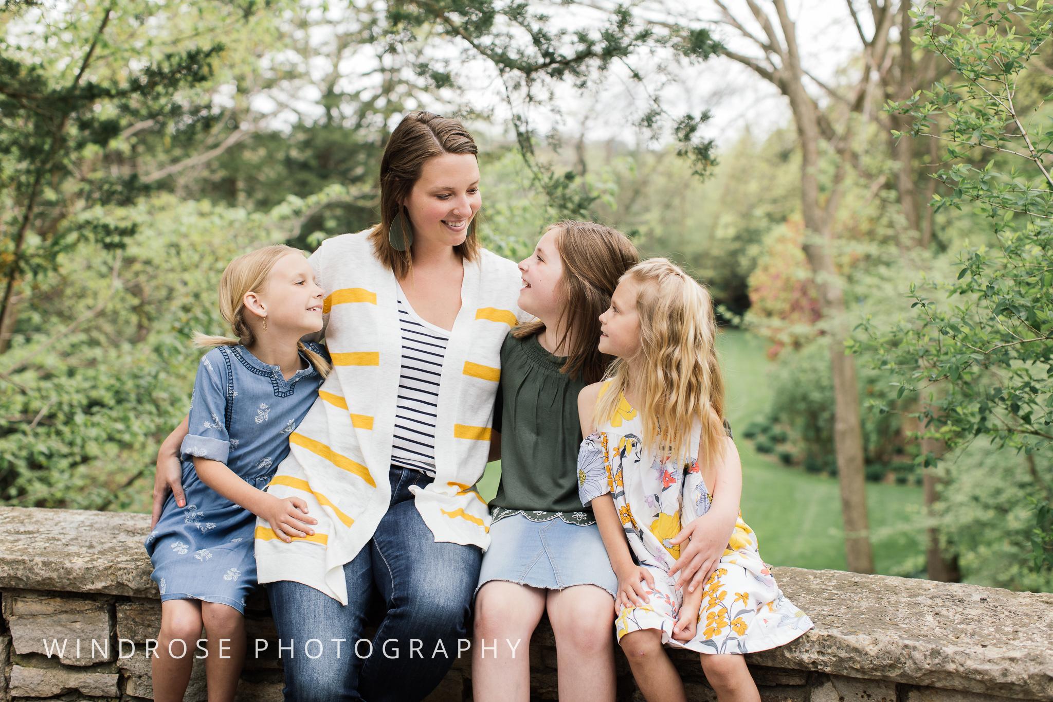 Plummer-House-Rochester-MN-family-portraits-14.jpg