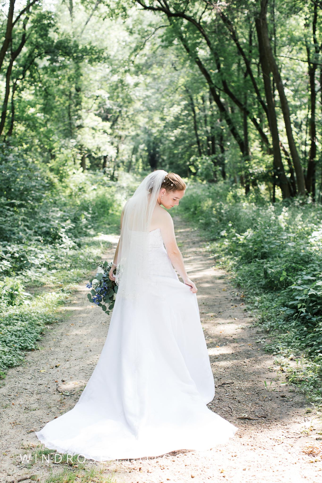 Wedding-Dakota-Lodge-St-Paul-MN-11.jpg
