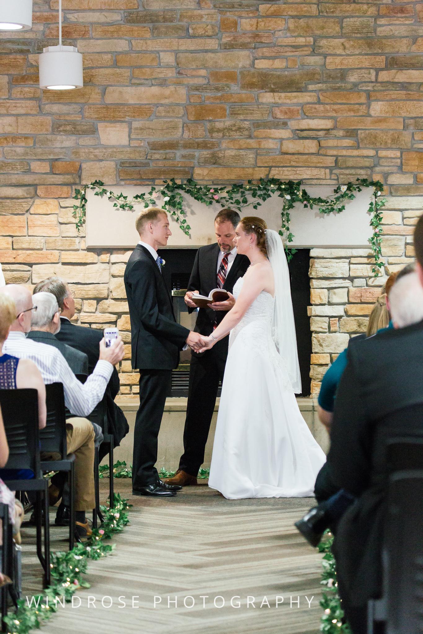 Wedding-Dakota-Lodge-St-Paul-MN-13.jpg