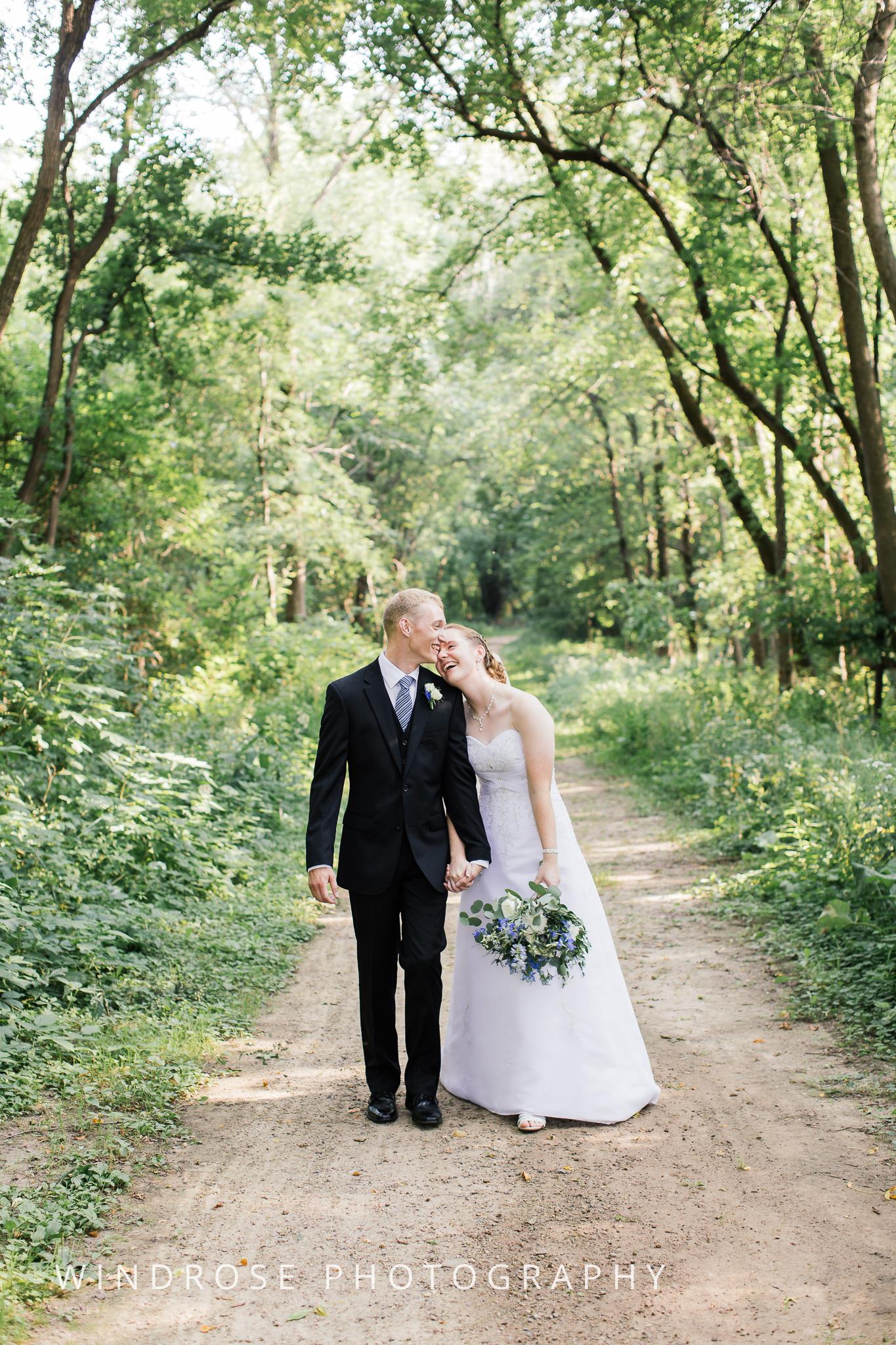 Wedding-Dakota-Lodge-St-Paul-MN-19.jpg