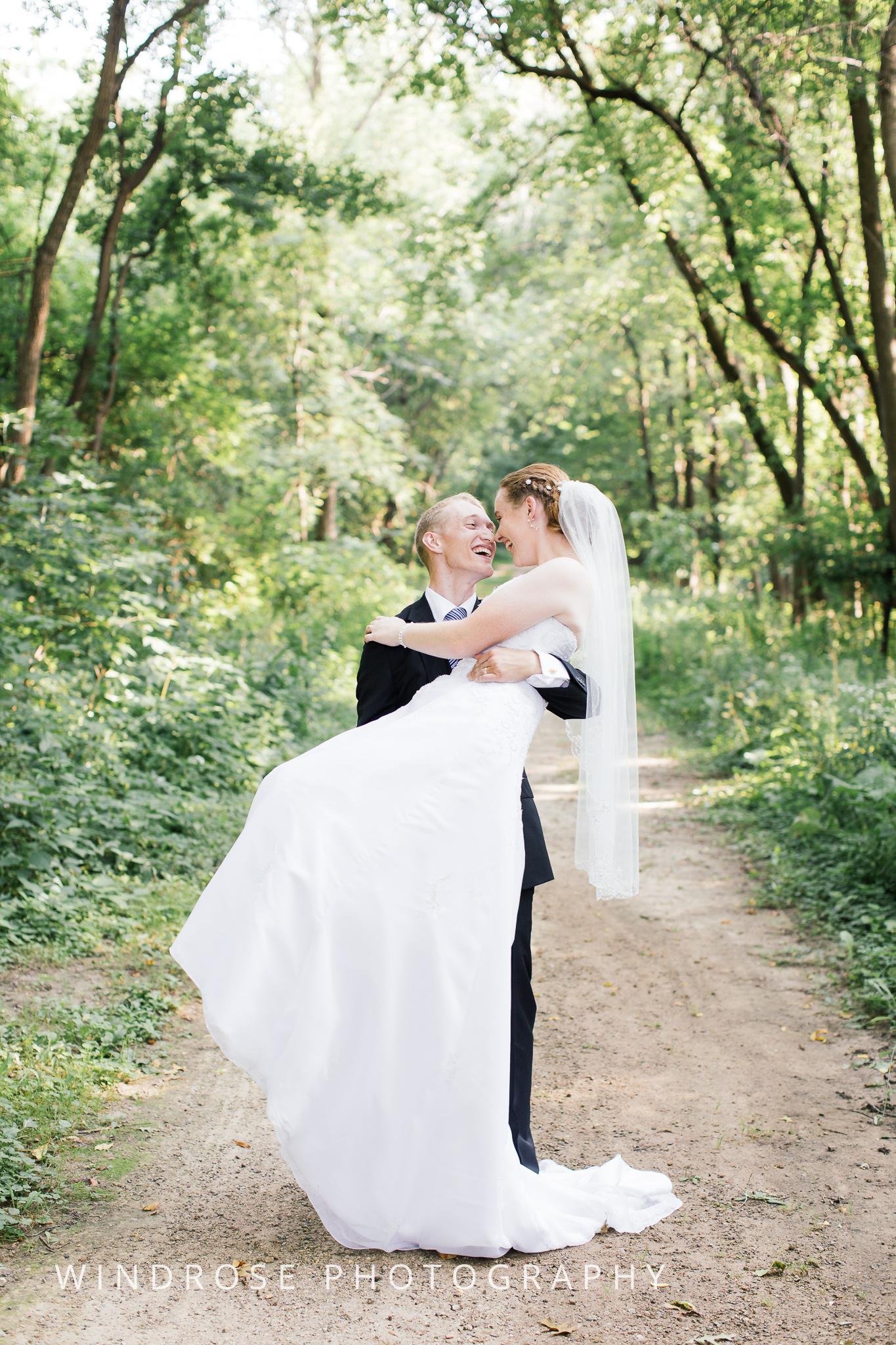 Wedding-Dakota-Lodge-St-Paul-MN-20.jpg