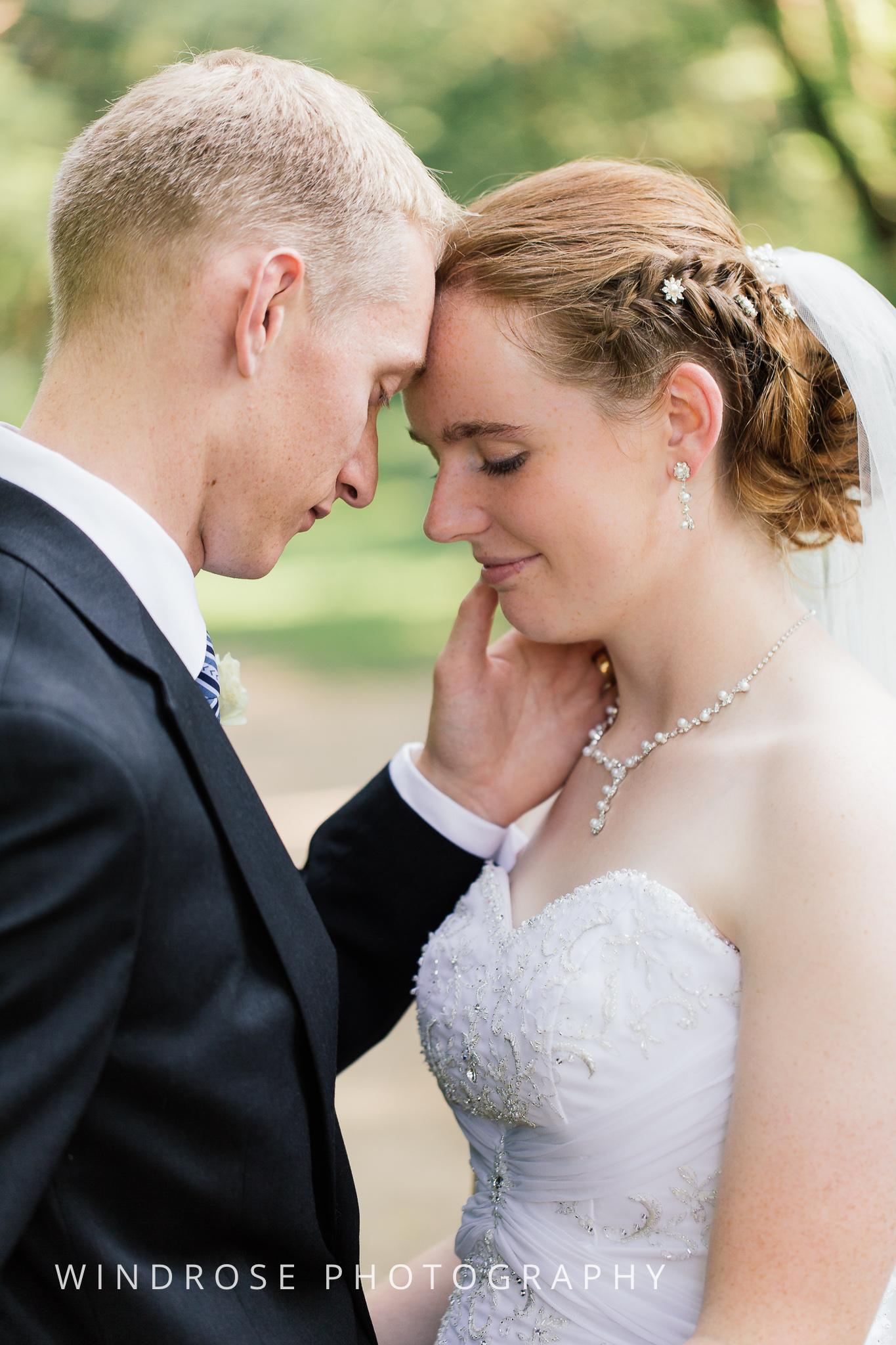 Wedding-Dakota-Lodge-St-Paul-MN-23.jpg
