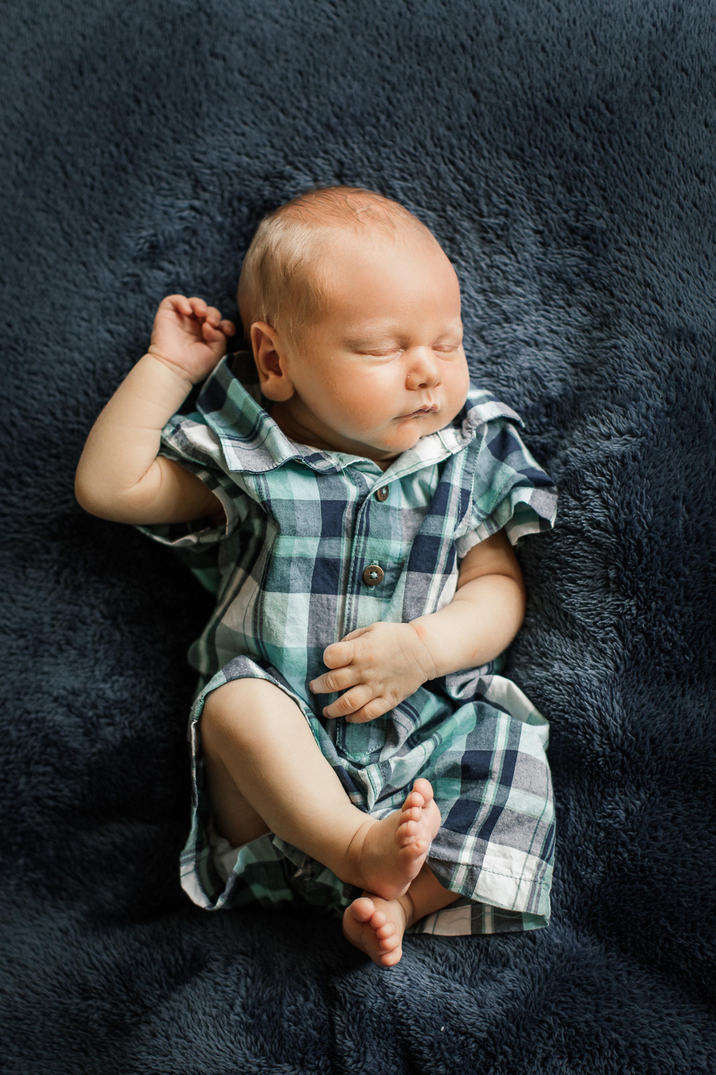 Newborn-Portraits-Rochester-MN-080-5DM43421.jpg