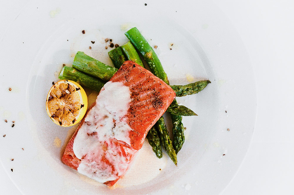 CIVANA-Terras-Food-Salmon-With-Asparagus-And-Grilled-Lemon.jpg