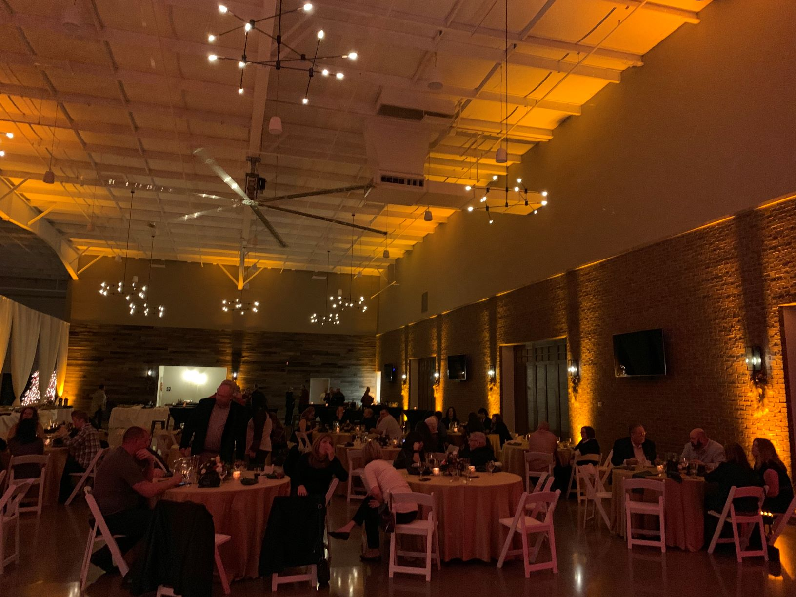 Elkhart Center 615 Candlelight Yellow Uplighting