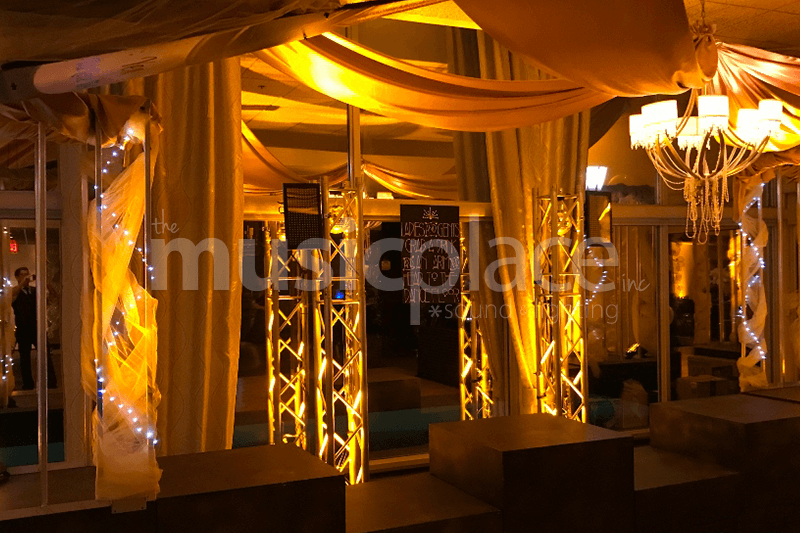 Golden amber yellow DJ uplighting at Elcona Country Club in Elkhart Indiana