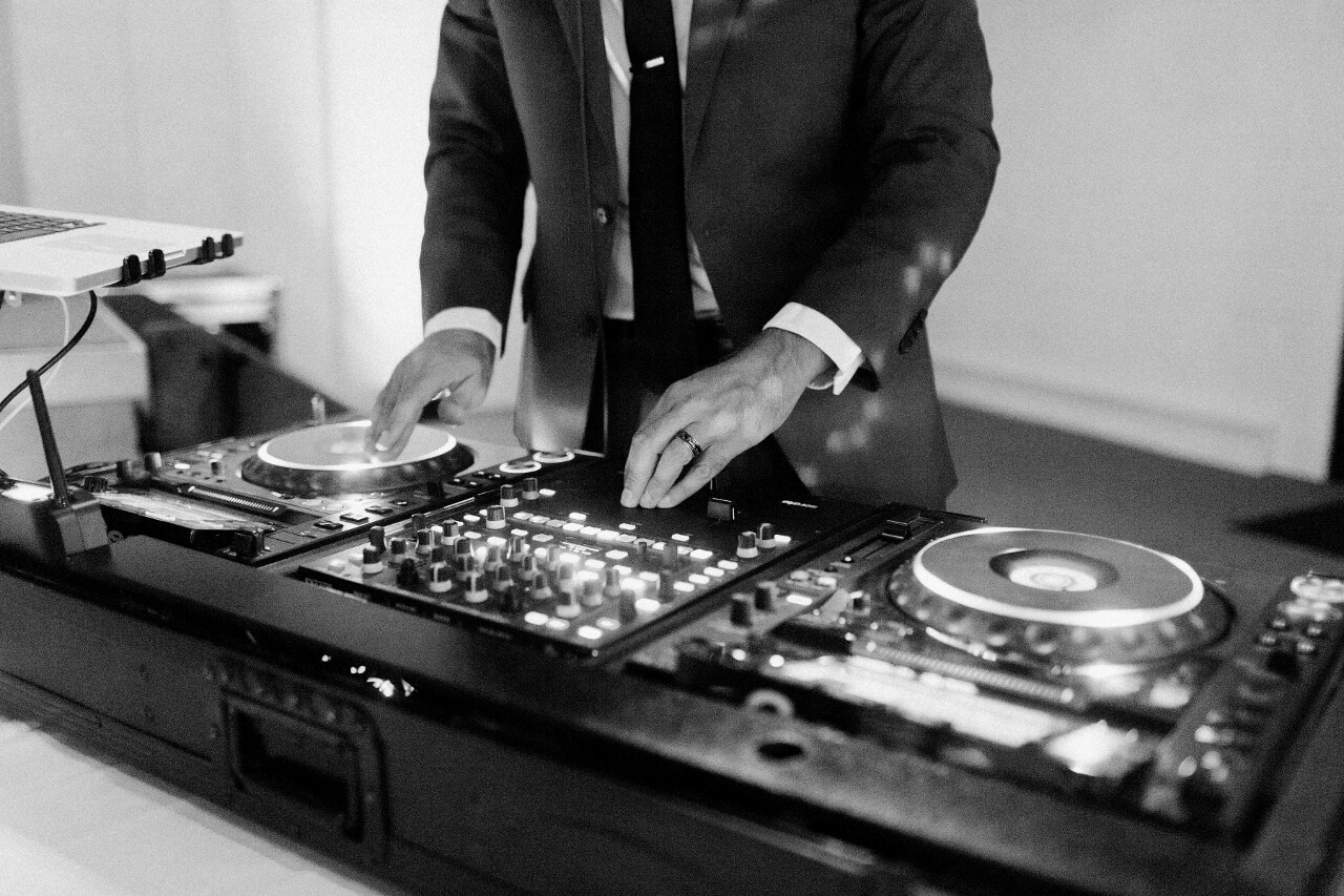 Indiana wedding DJ with CDJ turntables