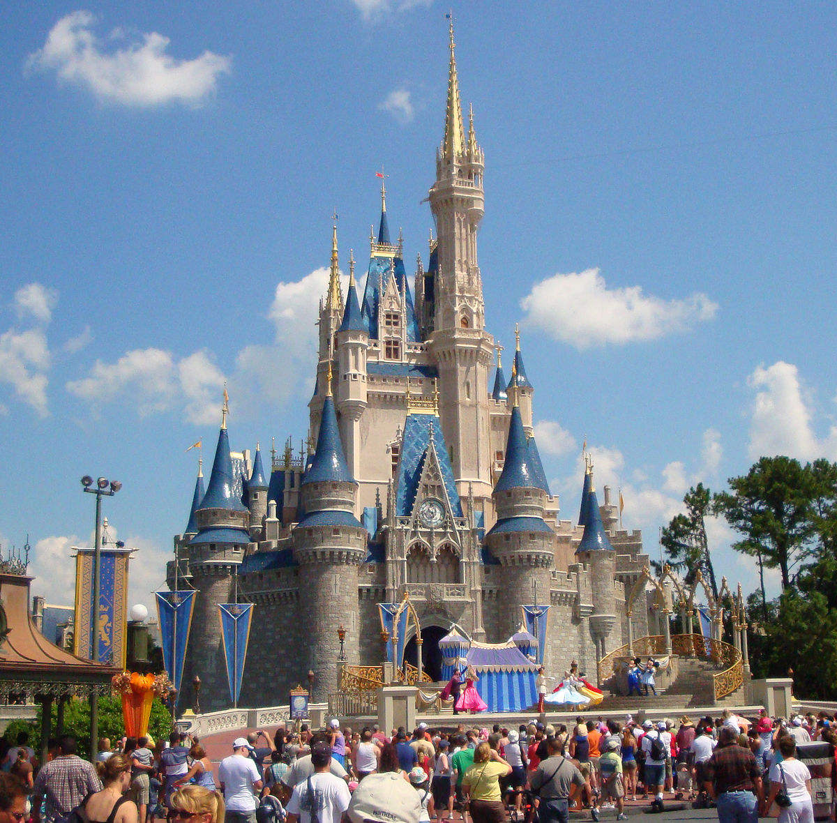 Cinderella_castle_2008.jpg