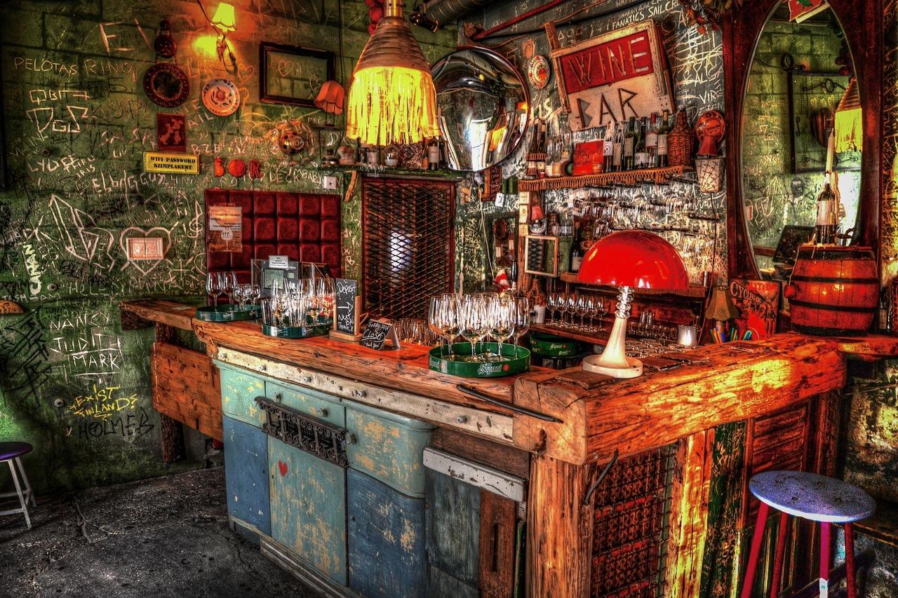 Szimpla Kert's eccentric wine bar (Pixabay).