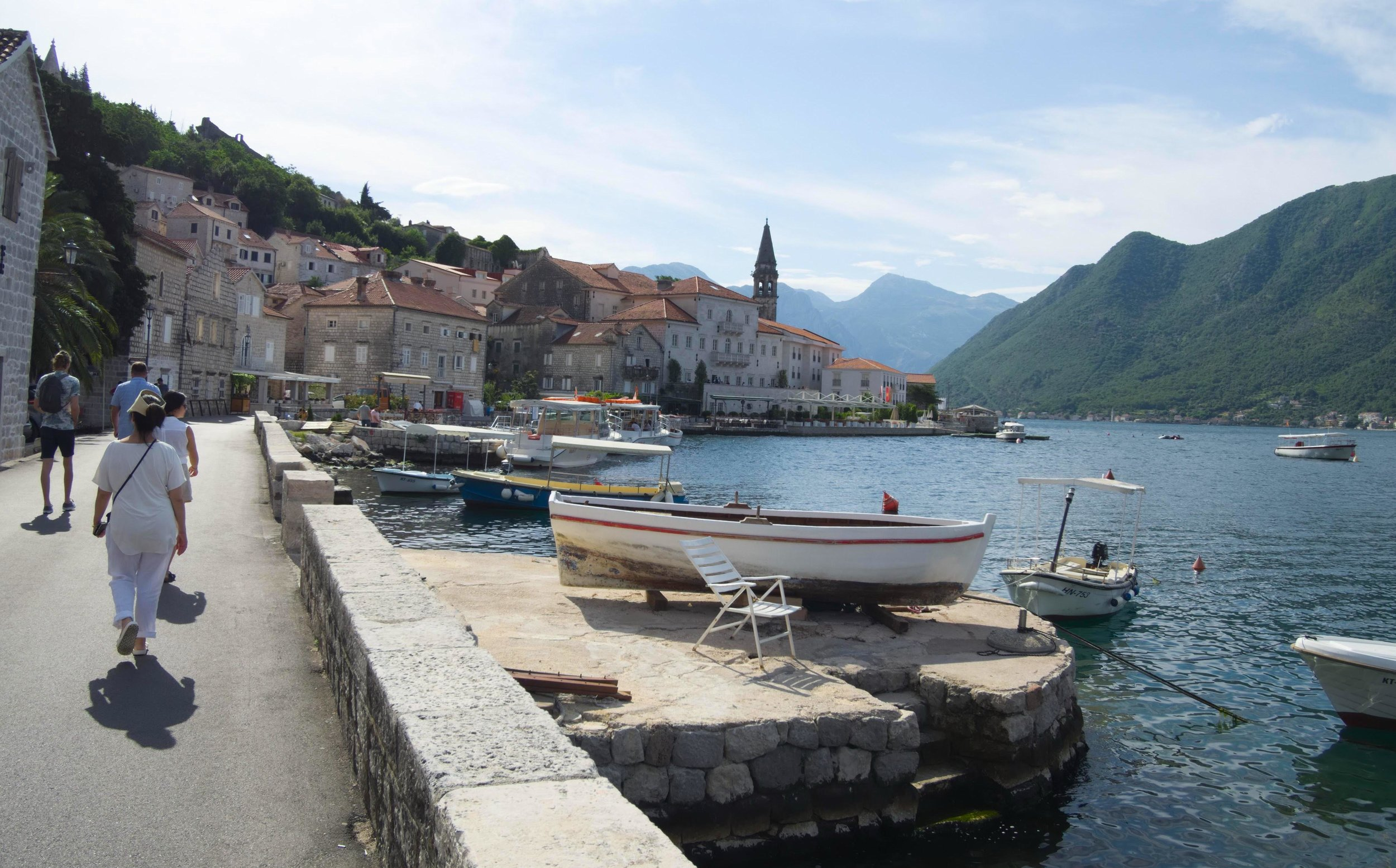 Mladen leading the pack towards a boat in Perast (Photo: tPac).