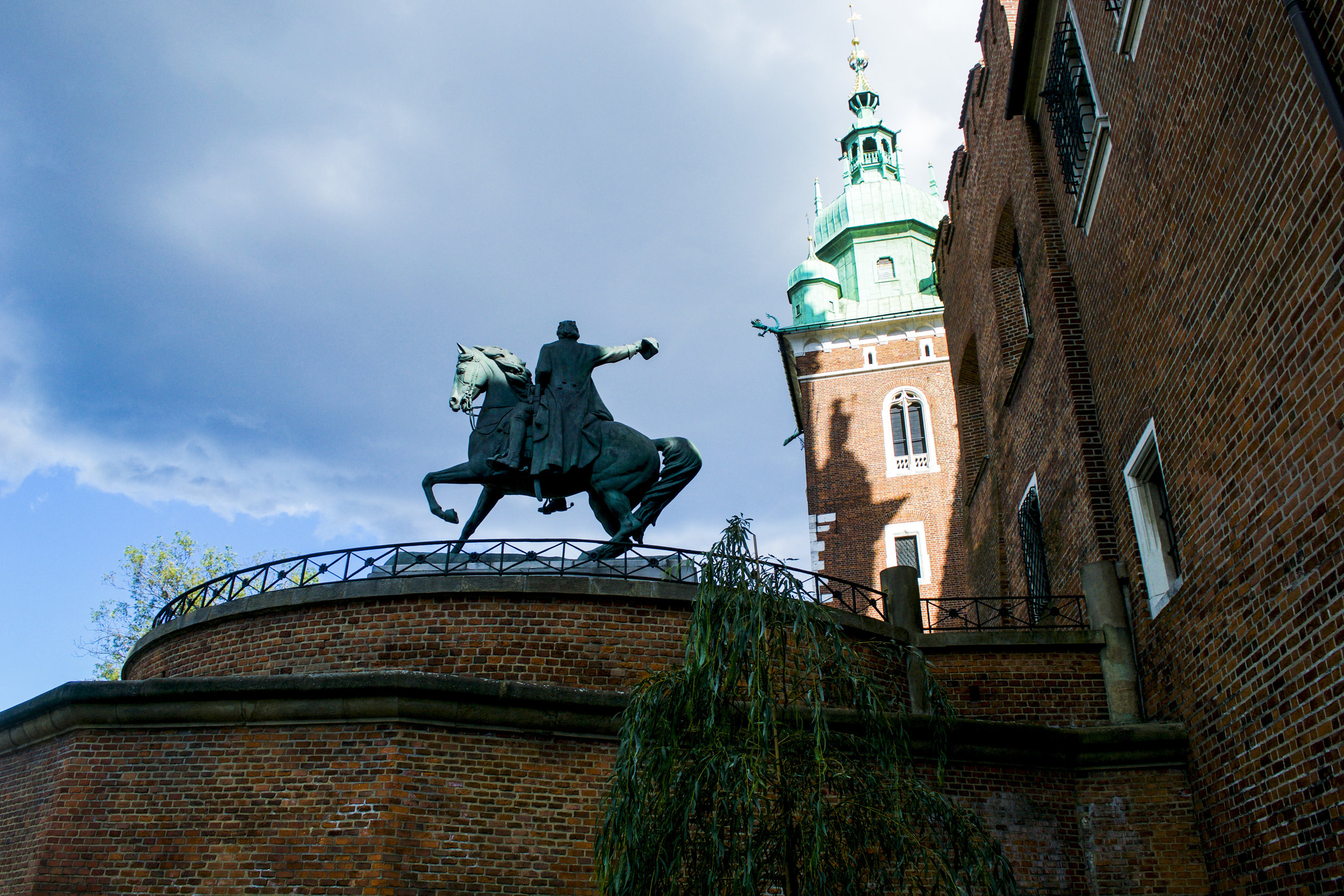 Krakow Castle Statue.jpg