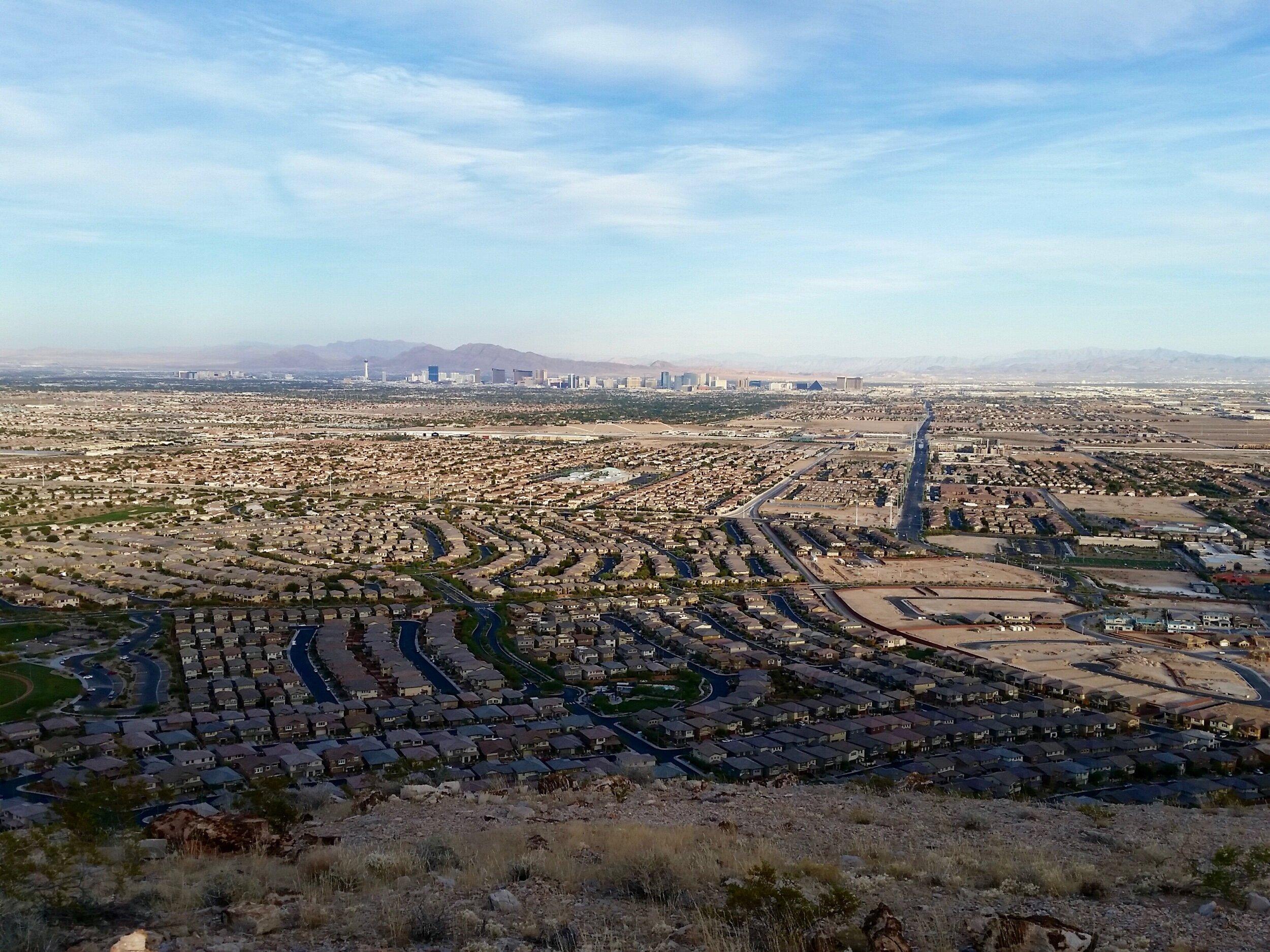 Overlooking the Las Vegas Valley (November 2014).
