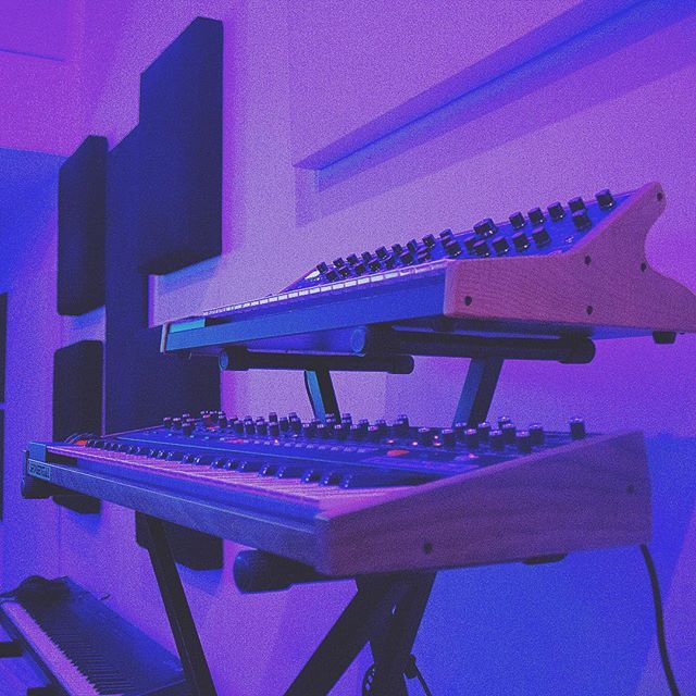 Keys on keys on keys 🎹🎹🎹 Comment your favorite #analog #synth down below!