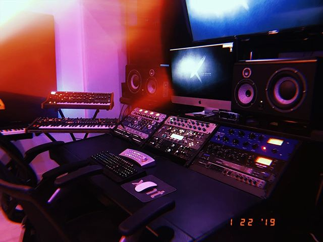Grammy week is here! 🏆 Let's take a moment to appreciate where the magic happens 🎶🙏 • • • • • #grammys #recordingstudio #musicproducer #musicproduction #recordingacademy #studio #synths #studioporn #mixing #beats #beatmaker #analog #gearporn #slatedigital #audio #audioengineer #music #newmusic #artist #songwriter #hollywood #losangeles
