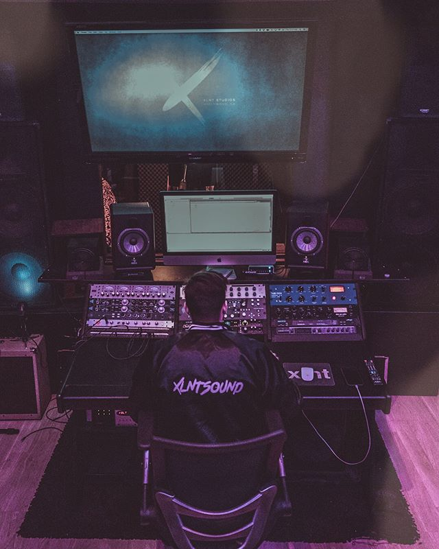 Tons of exciting things happening here at XLNT this summer! Just missing that summer sun ☀️ What do you guys do to keep fresh and active in the stu? 📸 @sebastianwoolcott