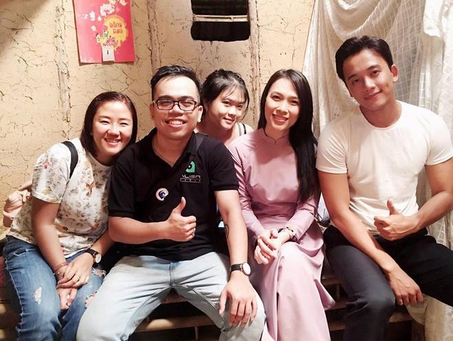 thanhnien.vn - Nguyễn Thị Minh Châu đã có 5 năm gắn bó với nghề biên kịch. Gần đây nhất, 2 MV đình đám mà Châu cùng ekip thực hiện là Em gái mưa và Đừng hỏi em.