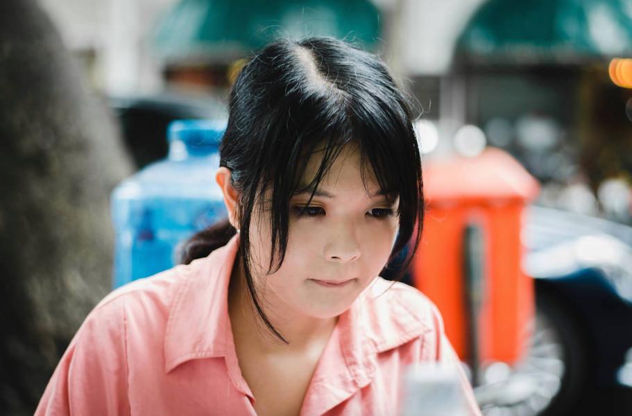 """phunuvietnam.vn - Đằng sau các MV Em gái mưa, Đừng hỏi em... đã """"đốn"""" tim hàng triệu bạn trẻ Việt có sự góp sức quan trọng của một nữ biên kịch 9x - Nguyễn Thị Minh Châu."""