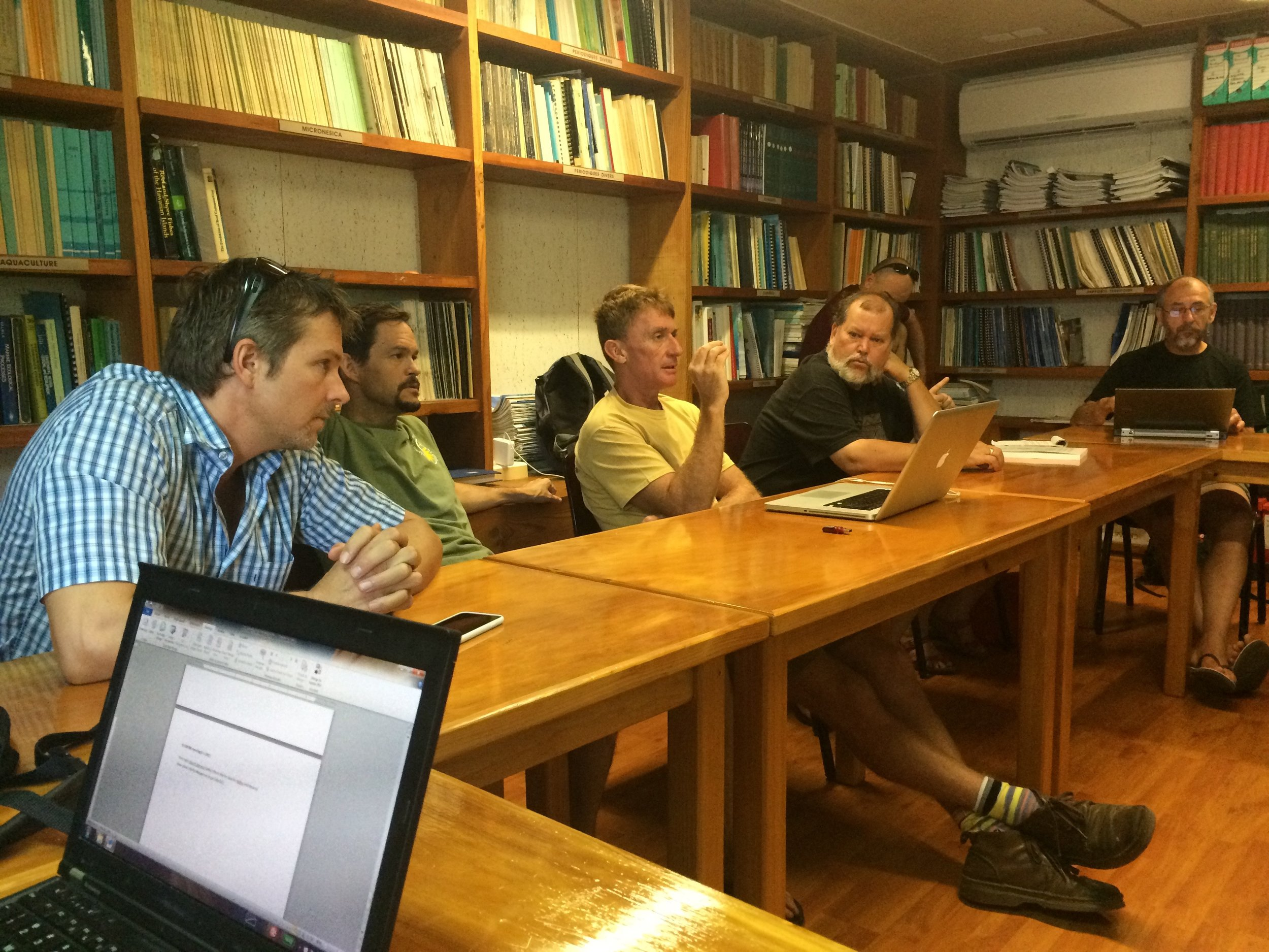 Meeting between the Moorea IDEA and CRIOBE scientists on Moorea. The CRIOBE is one of France's preeminent laboratories for the study of coral reef ecosystems.