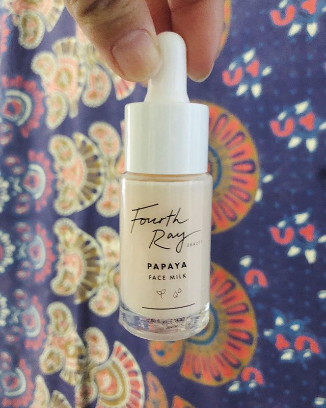 Happy #skincaresaturday ✨@colourpopcosmetics & @fourthraybeauty released this new vegan & cruelty-free papaya face milk that they say helps replenish and condition the skins complexion. ⠀ 🌞 I have only used this for about a week now but I can feel how hydrating it is on the skin. It absorbs quickly, and it smells very nice, almost sweet. I apply this before my usual moisturizer. I can't wait to see the before & after photos after a whole bottle use.👌 #notanad