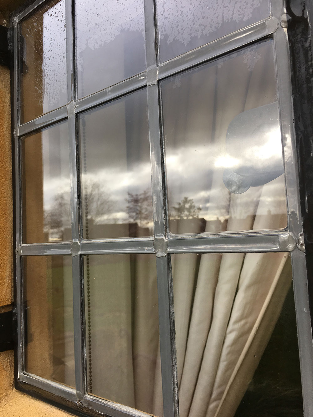 leaded-window-cleaning-close-up.jpg