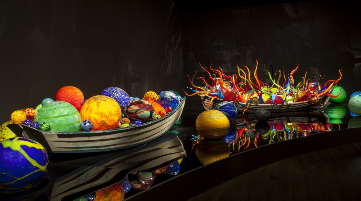 2_Dale-Chihuly-Float-Boat-and-Fiori-Boat.jpg