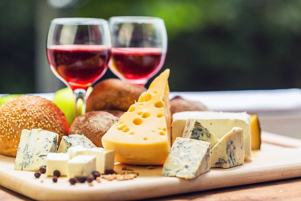 01_your_ultimate_guide_throwing_succesfuly_wine_cheese_party_textures_DragojaGagiTubic-1024x683.jpg