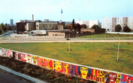 west-berlin-wall_citny-1024x713-445x278.jpg