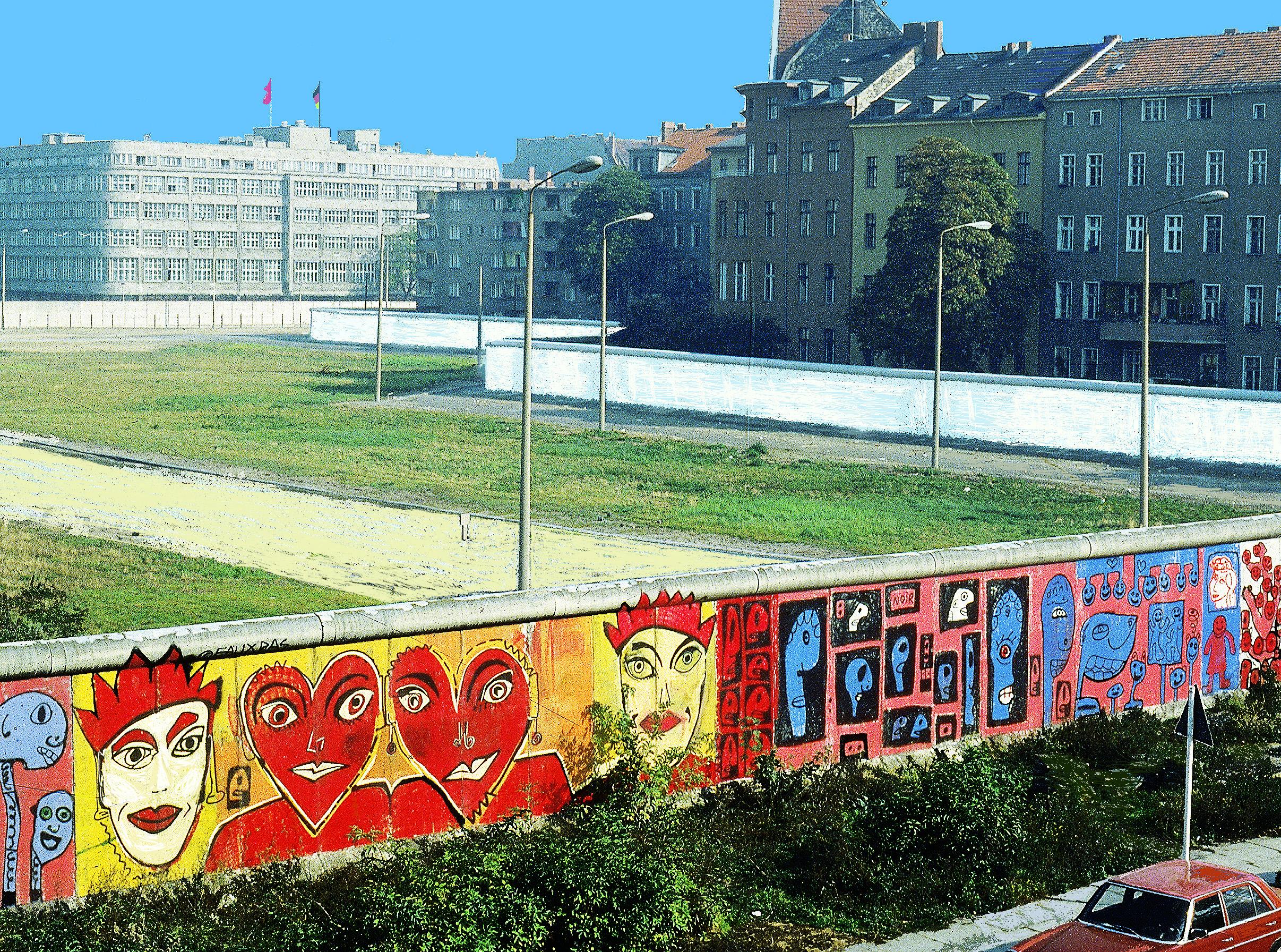 the_berlin_wall.by.kiddy_citny.jpg