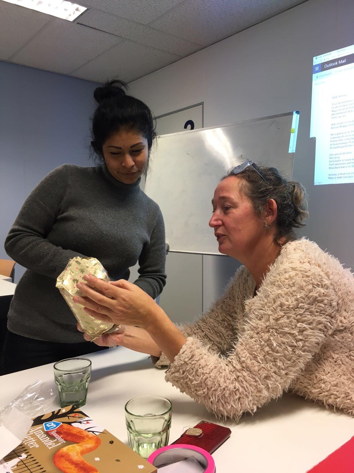 Ons aanbod - We bieden Nederlandse lessen voor tweede taalleerders aan op alle niveau's: beginners, gevorderden en vergevorderden. Ook kun je bij ons examentraining doen voor het Inburgeringsexamen en Staatsexamen I en II.Bekijk het aanbod