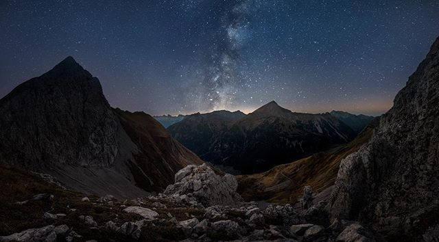 So this is an image I've wanted to post for some time now.. it's from my trip to the alps in October, and it is taken from an altitude of about 2100 meters above sea level.  I hiked up the mountain with my workshop participants, and we arrived a few hours before sunset and waited for the sunset and for the possibility to shoot the stars.. Gear used: Canon 5D iv and a Canon 16-35mm
