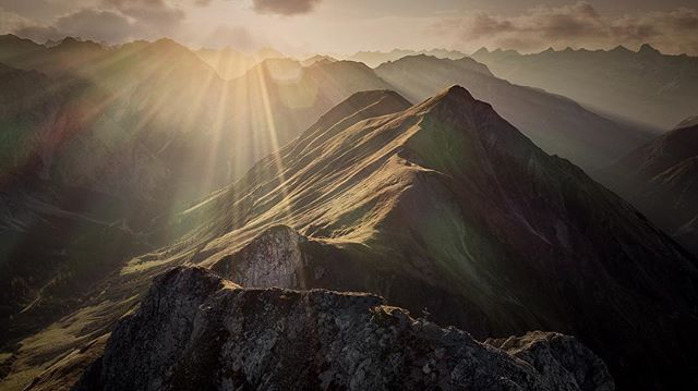 In October I got my new @djiglobal Mavic Pro 2, and was fortunate enough to be able to test it in the Austrian alps 😍 one of the days I spent in the alps, on a 5 day workshop, we hiked up to a mountain pass, and spent the afternoon and the evening up there, watching the sunset, shooting images of the sunset and the Milky Way, and cooking some dinner:) I can't really think of anything better to do..