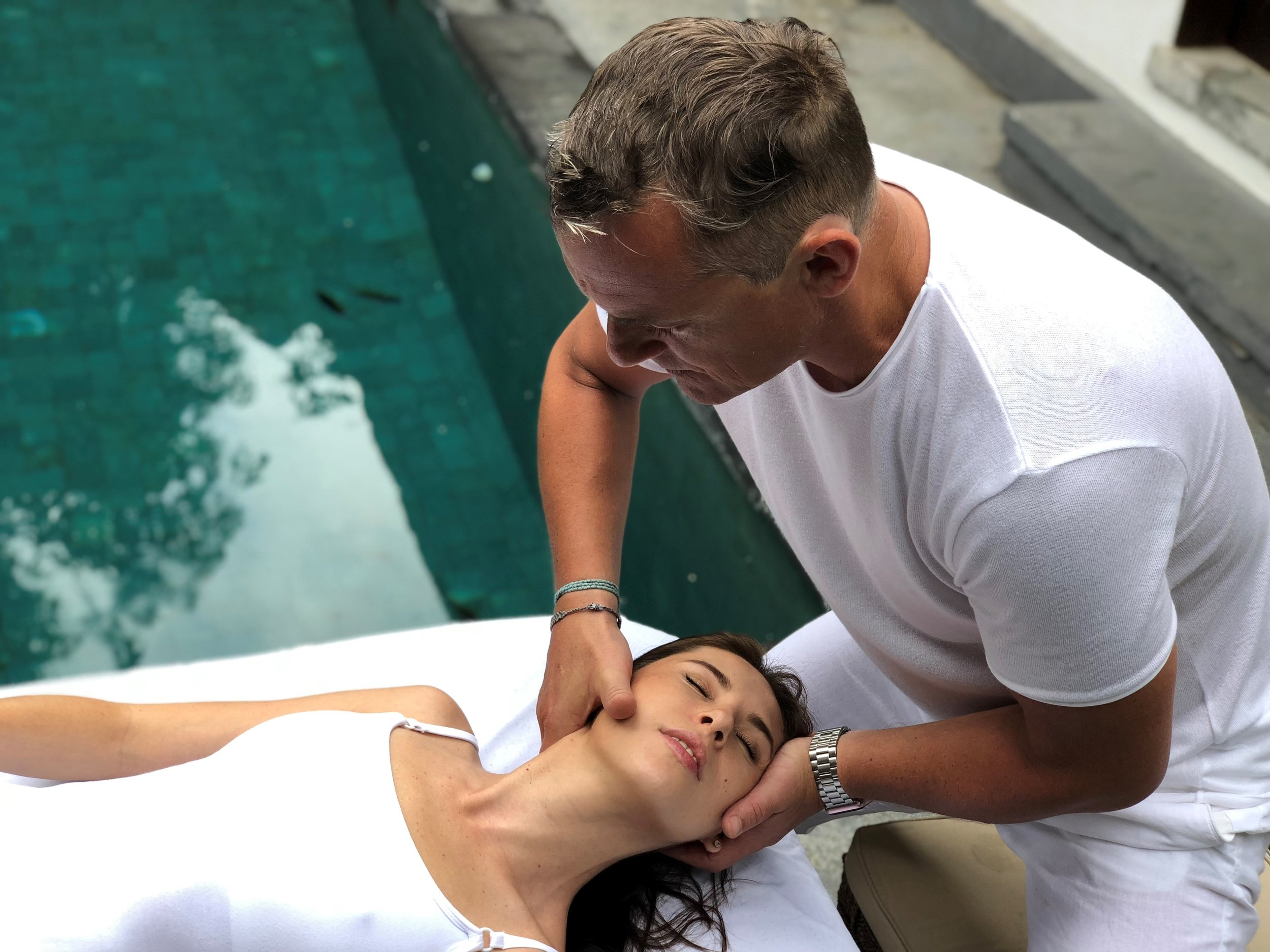 Physiotherapist / Osteopath - The medical professional Mathieu is certified physiotherapist, osteopath & massage therapist. He offers pain management, body balancing and taylor made massages.Exclusive at our studio from 9-15. September 2019.Your time is precious! Book your spot as soon as possible at the front desk.www.myfrenchphysio.com