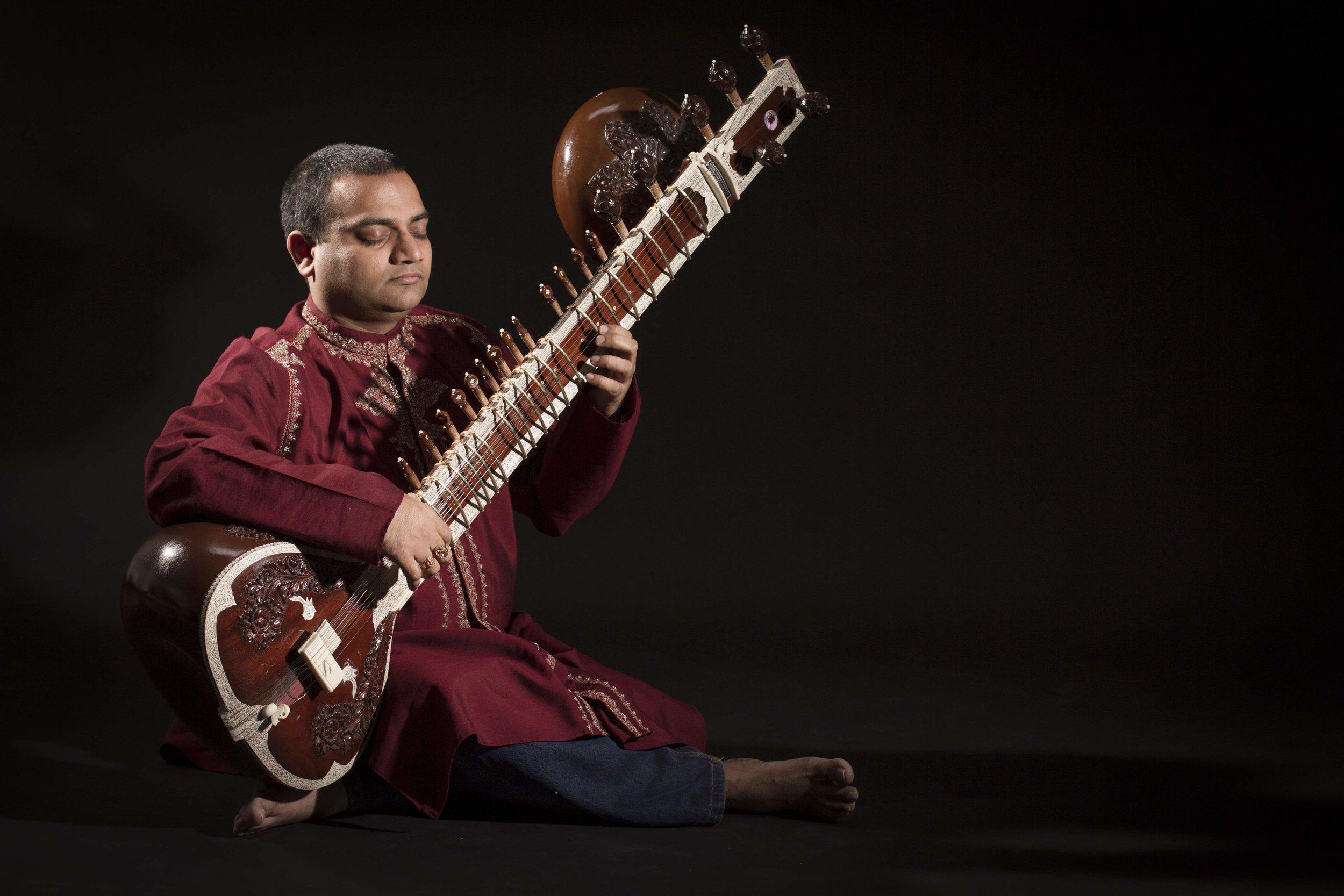 Ram mit Sitar.jpg